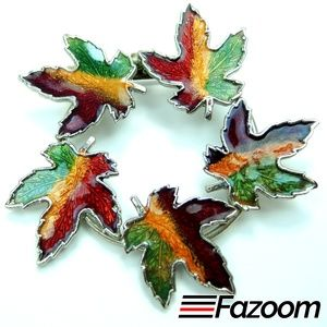 Jewelry - Vintage Maple Leaf Wreath Brooch Lapel Pin